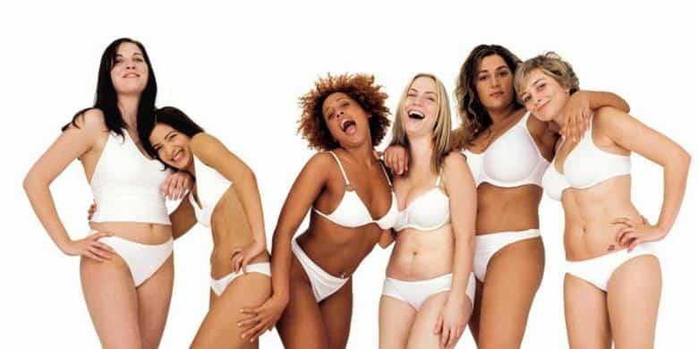 Publicité Dove : cette publicité a beaucoup fait parler d'elle car pour la première fois, une marque de cosmétiques osait montre des femmes aux corps plus ronds par rapport aux standards de beauté. Et pourtant, la photo est quand même photoshopées car zéro vergetures à l'horizon